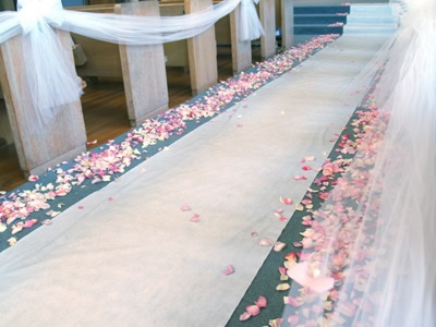 Ebay Wedding Decorations on You Can Buy Fake Rose Petals On Ebay For Next To Nothing The Reason
