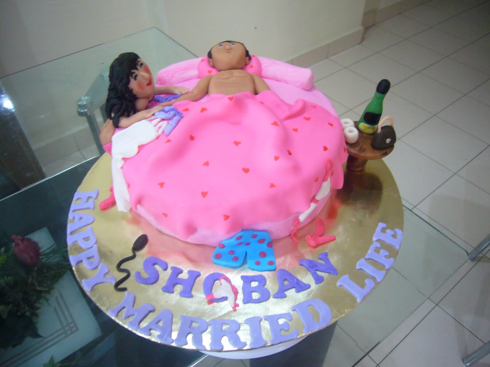 Images Of Naughty Birthday Cake : SIMPLY DELICIOUS CAKES: NAUGHTY CAKE - SEDUCTION
