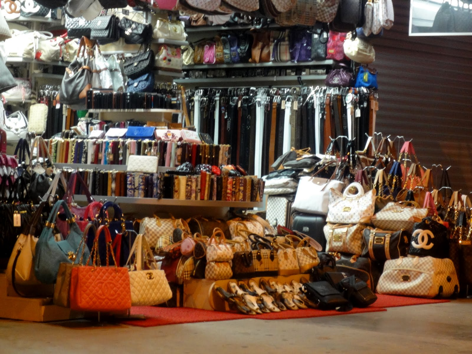 the sad world of fake bags turkey the dolls factory. Black Bedroom Furniture Sets. Home Design Ideas