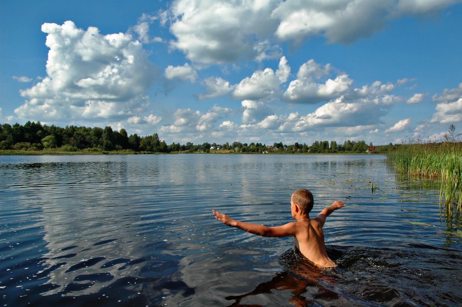 Пошла купаться на речку без купальника 11 фотография