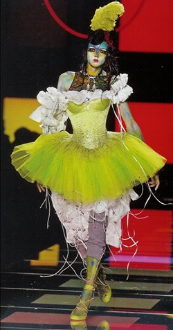 [Christian+Dior,+couture,+autumn+2003.jpg]