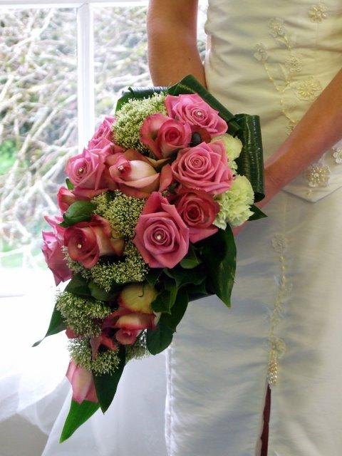 Wedding Cascade Bouquet Ideas : Folenaomo cascading wedding bouquets
