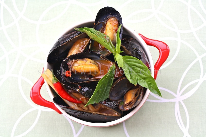 is thai style mussels with roasted chili paste if you like mussels ...