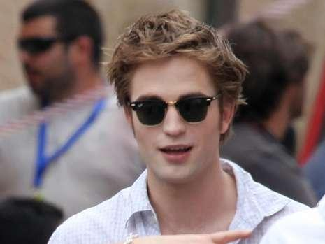 [robert-pattinson-new-moon-set__12389009__MBQF,templateId=renderScaled,property=Bild,height=349.jpg]