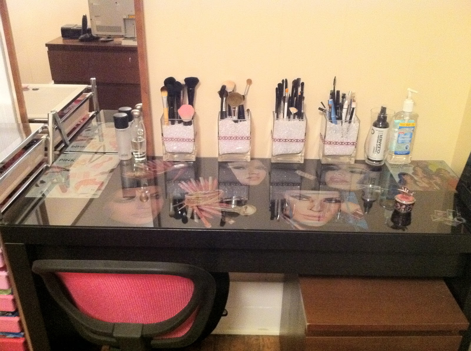 DIY Vanity Tables http://www.mypinktasticlife.com/2010/10/my-makeup-vanity-and-collection-before.html