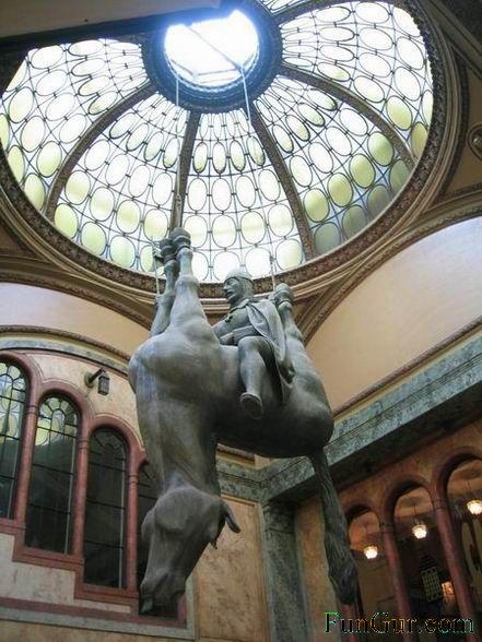 [1176532994_interesting_statue_010.jpg]
