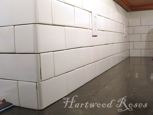 Hartwood Roses: Workday Weekend Tutorial: Tiling the Backsplash
