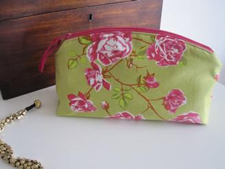 Crochet Patterns Galore - Make Up Bag. - Crochet Patterns