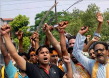 Hindu fanatics armed ,Police unmoved.