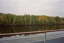 Navegando por el rio que conduce al lago Ladoga