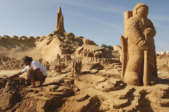 Digging deep Sand Sculpture