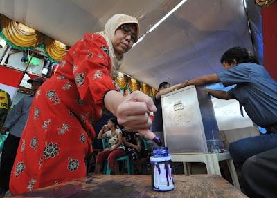 http://2.bp.blogspot.com/_wq_pdHvuPOM/Ss2_d5tHx0I/AAAAAAAACjQ/7ivU_sUg5Tk/s400/election-indonesia+finger+print.jpg