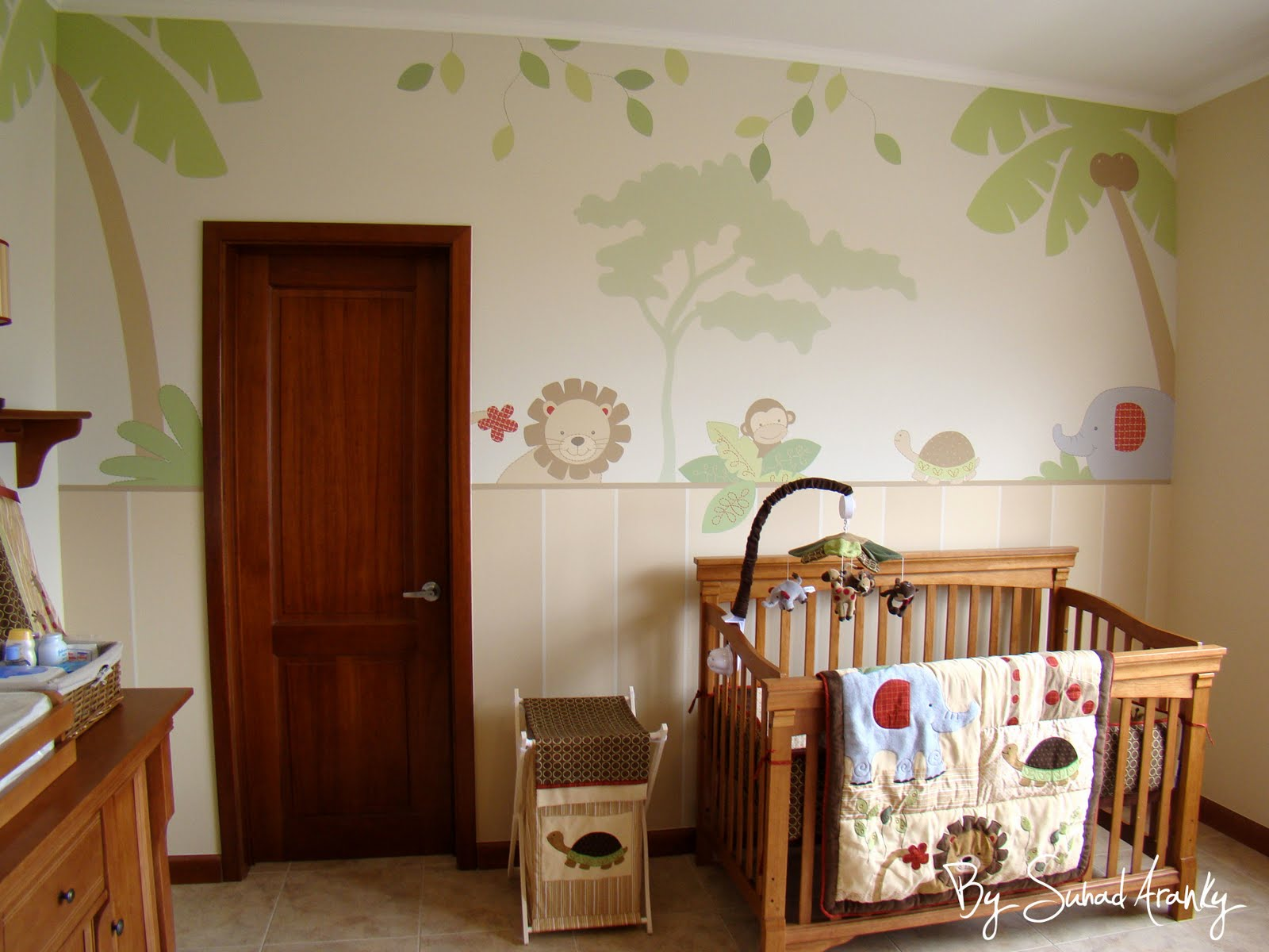 Murales en dormitorios cuarto beb selva for Murales habitacion bebe