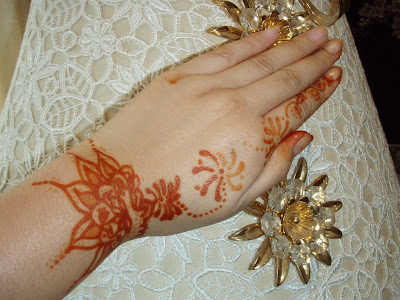 Tattoo Art Gallery With Cute Henna Flower Tattoo Designs