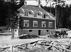 FRA BARNDOMSHJEMMET MITT I NOTODDEN SOM BLE BYGGET I 1909
