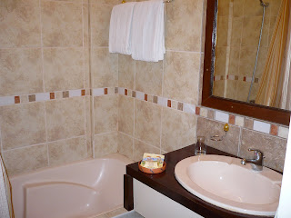 taypikala hotel bathroom