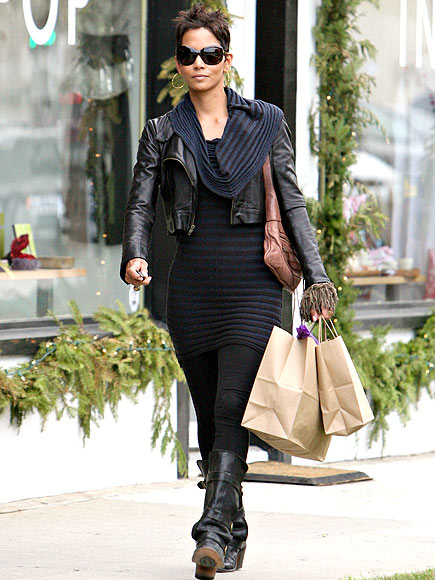 pictures of halle berry dresses. halle berry dresses cool too