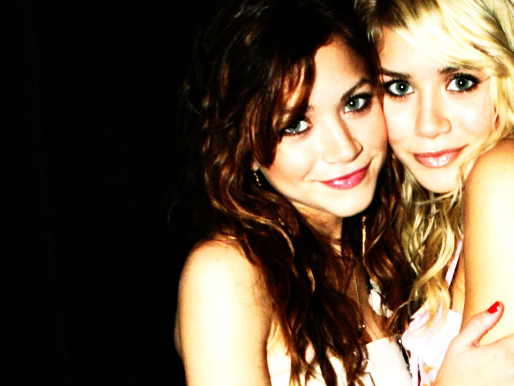 http://2.bp.blogspot.com/_wyafjTVMSyc/TR2sgqcA6YI/AAAAAAAAAvY/2P9TPNXk7mk/s1600/MK-A-mary-kate-and-ashley-olsen-3501136-1024-768.jpg