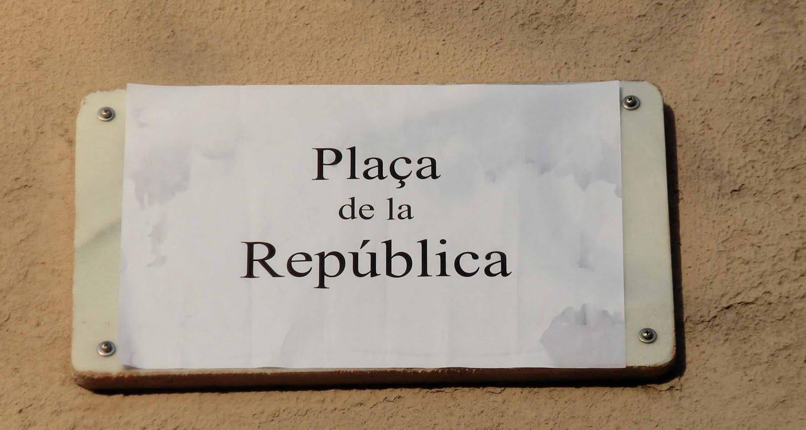 PLAÇA DE LA REPÚBLICA A NOU BARRIS (BARCELONA)