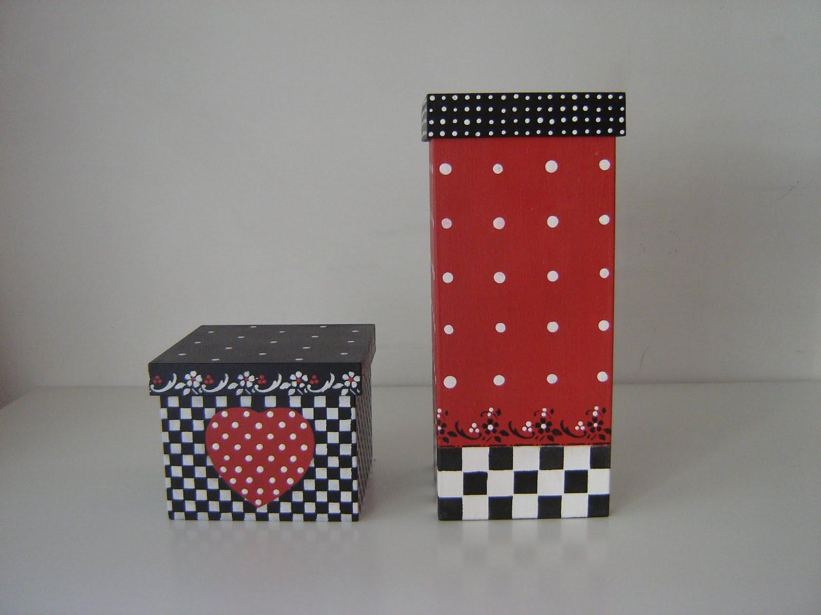 Requifife: Caixas em madeira pintadas a mão. #8E2726 1600x1200