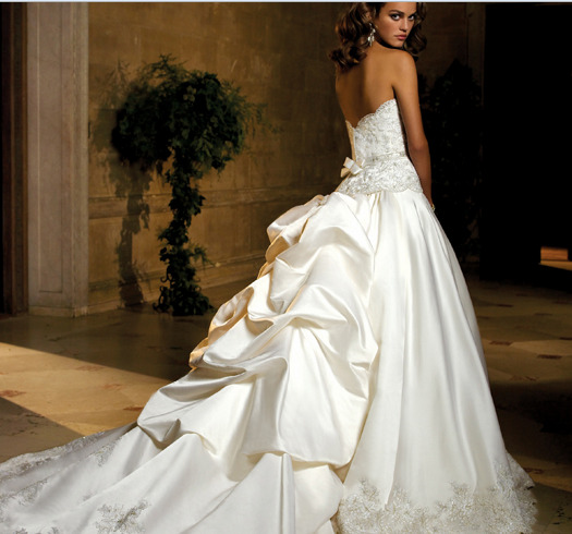 This Wedding Train Is Four Feet In Length Giving It That Dramatic Regal Look Without All The Weight After Ceremony A Detachable Would Simple
