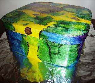 caixa de madeira com pintura  marmorizada – experiência das cores