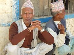 ढिकुरा मतदान केन्द्रमा भोट दिएपछी आराम लिदै दुई वृद्धाहरु