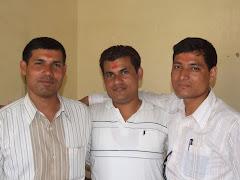 बुटवलमा- हरि खड्का(दाँया), मेहर सिंह के.सी.((बाँया) र सप्पन के.सी.(बीच) ! प्रसन्न मुद्रामा