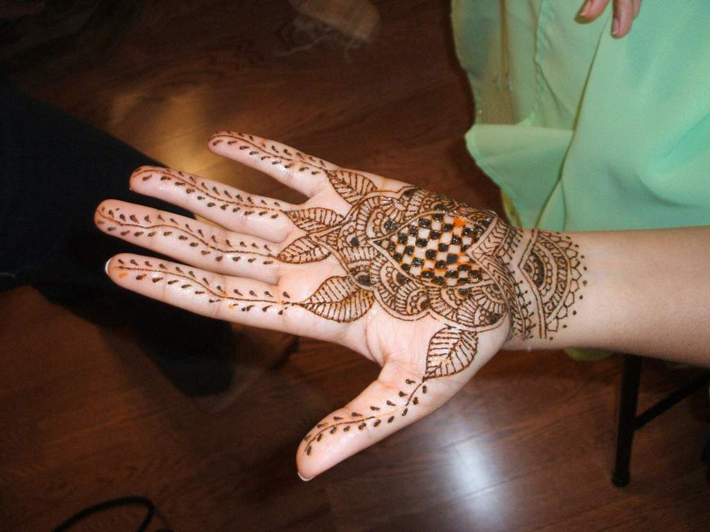 Henna tattoo in the short term