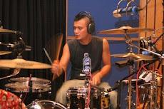 eno adalah drumer keskaanku