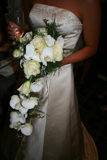 Perler. også brudebuketten var nydelig med kun hvite blomster sammen