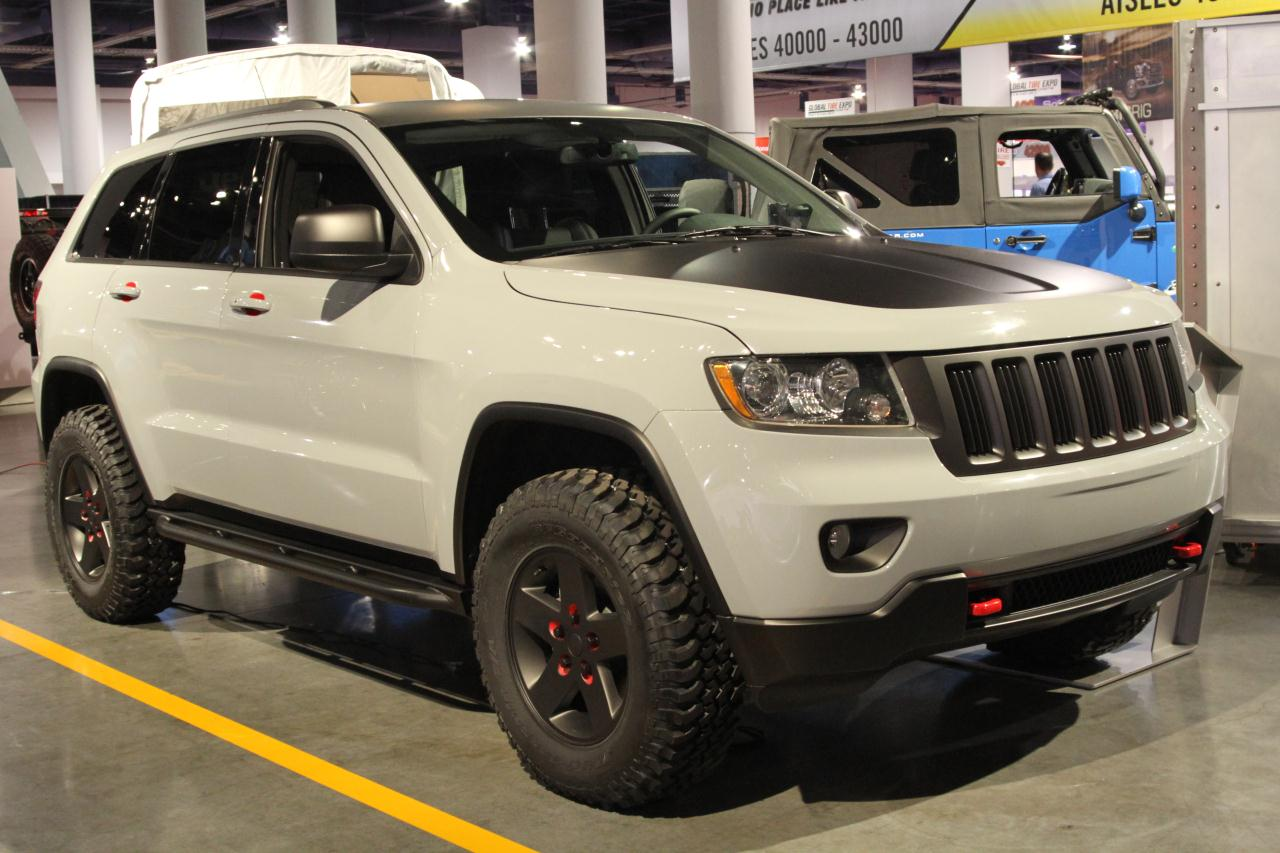videos of a 2015 grand cherokee limited going off road autos post. Black Bedroom Furniture Sets. Home Design Ideas