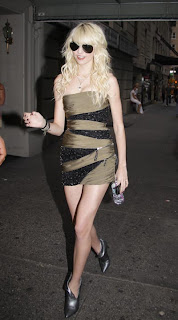 Taylor Momsen Hot photo
