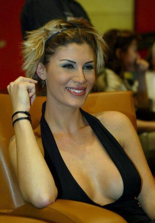 http://2.bp.blogspot.com/_x4wNySecnJQ/S-eQO8mVoRI/AAAAAAAAJkw/NV3fbxZSvhI/s1600/Beautiful+Arab+Girls++11-739105.jpg