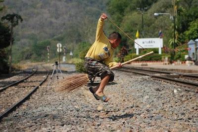 http://2.bp.blogspot.com/_x7xEbaBRmPw/SbKtIBg5ofI/AAAAAAAACMY/2eXpFEFs_u4/s400/Harry_Potter_in_Thailand_Unseen__8.jpg