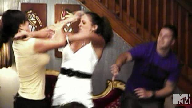 3 bikini girls fighting 2 guys
