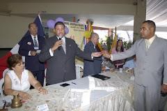 EL DOCTOR MODESTO GUZMAN DIRECTOR GENERAL JUNTO A MARIO LIMA DIRECTOR PROVINCIAL DE SANTIAGO