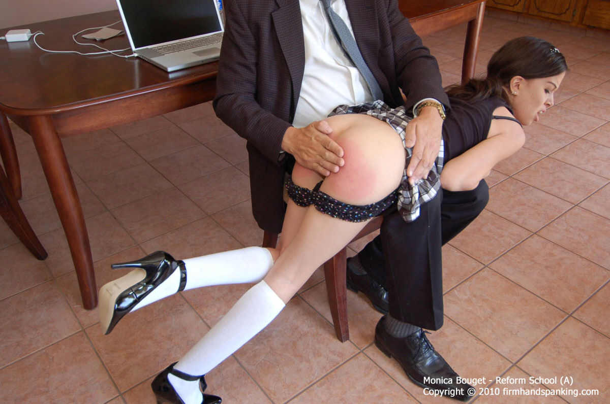 Würde spanking her over his knee