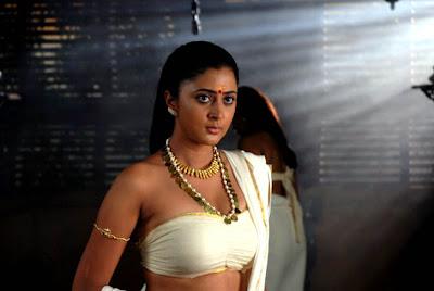 mallu-film-movie-pazhassi-raja-rediff-review