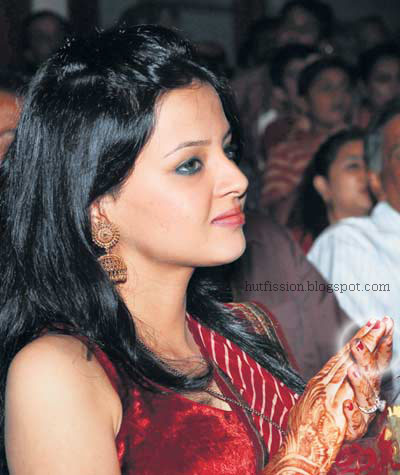 Sakshi Dhoni Smoking