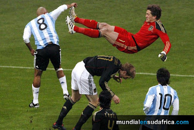 Argentina 1 vs Alemania 0, Veron lucha por la pelota