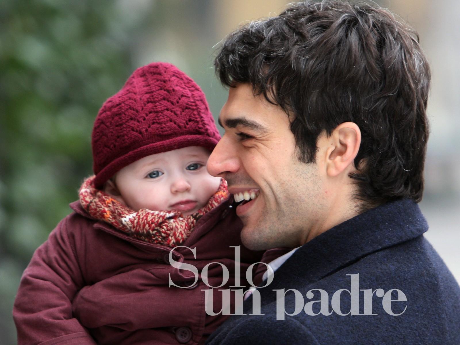 http://2.bp.blogspot.com/_xJJ6_NeBxQk/TIjvRHkvPtI/AAAAAAAAAnw/OCqKrY6QABc/s1600/un-wallpaper-di-solo-un-padre-con-luca-argentero-un-film-di-luca-lucini-97525.jpg