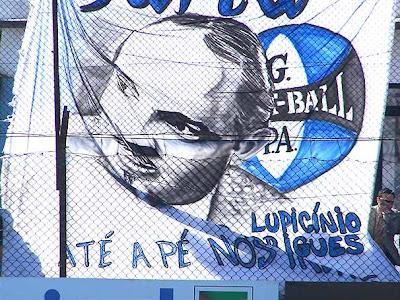 Homenagem da torcida do Grêmio ao autor do hino oficial