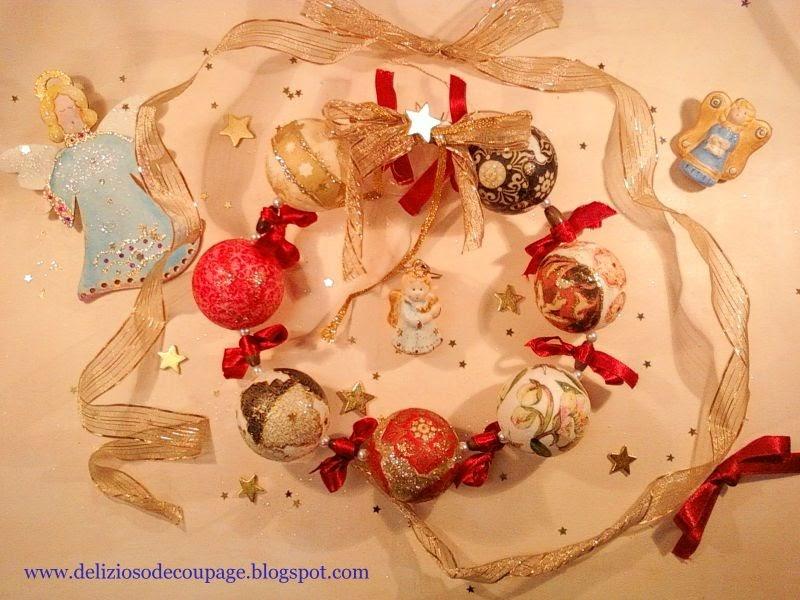Delizioso d coupage ghirlanda di natale angeli palline e altre decorazioni natalizie - Decorazioni decoupage ...