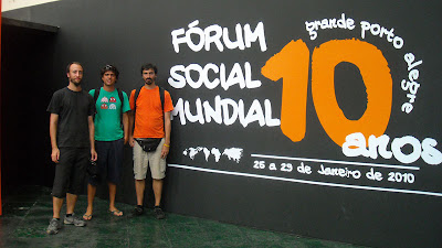 En la sede central del Foro con Mariano (Not Made in China) y Guillermo (Mozilla Argentina)