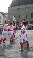 Bastoners de Malla ballant a Tallinn, Estònia