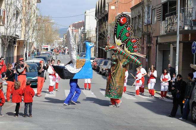 Paó Zel de Malla dansant amb la Papallona de Sant Pere de Terrassa