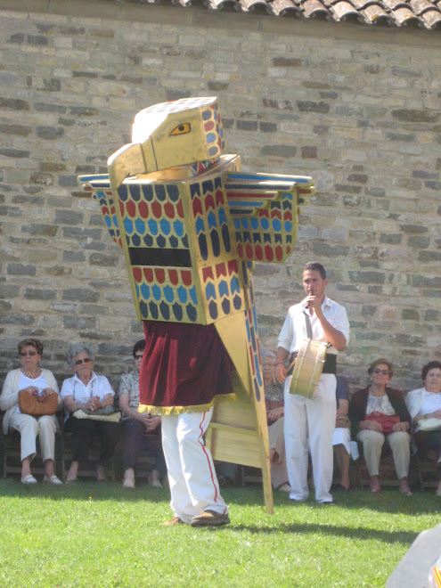 El Falcó Horus de Malla dansant el seu ball pla
