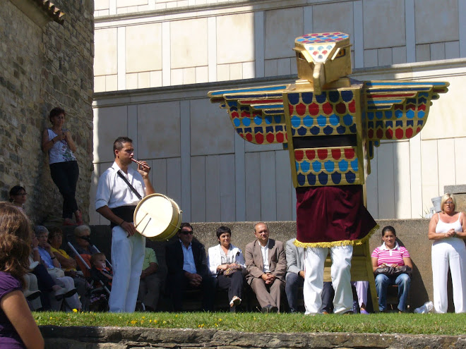 El Falcó Horus de Malla dansant