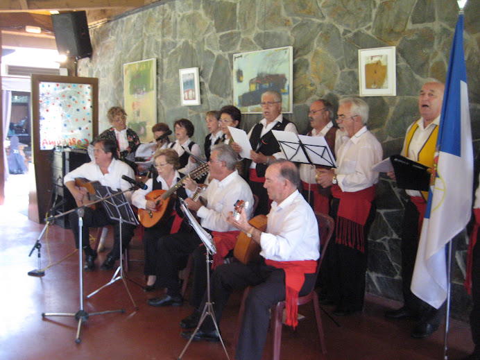 El cor del grup Coros y Danzas de Becerril de la Sierra